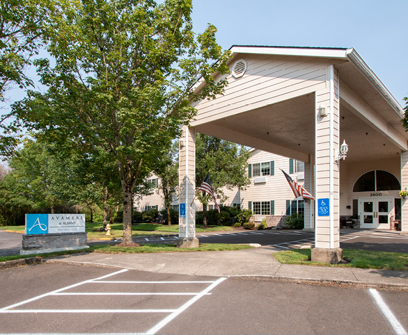Grand entrance to Avamere at Albany assisted living community in Albany, Oregon