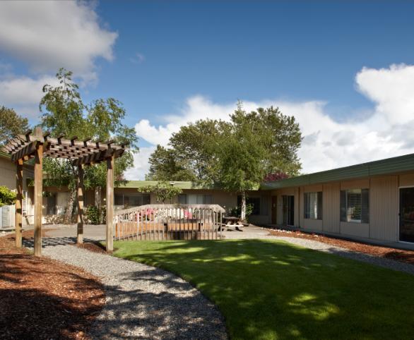 Avamere at Pacific Ridge courtyard in Tacoma, Washington