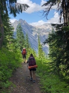 Durinda and Dan hiking the Skyline Trail Loop in Mount Rainier